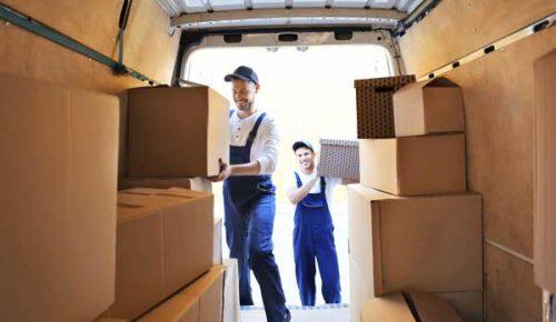 ładowanie kartonów do auta przeprowadzka krajowa